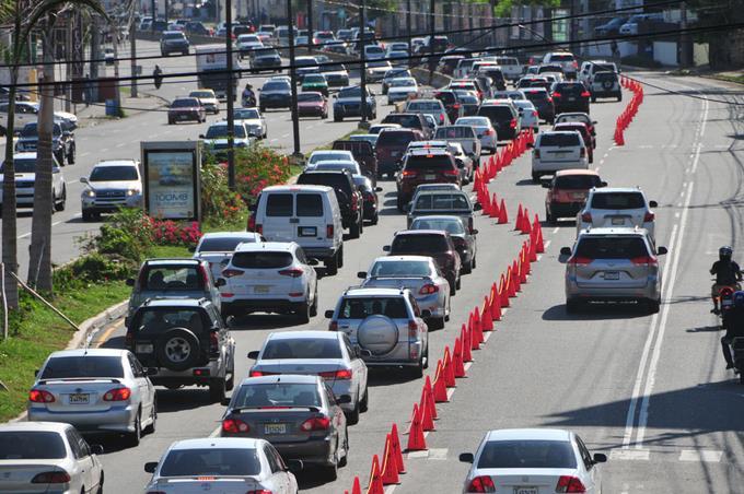 conos-facilitan-flujo-vehicular-en-la-entrada-oeste-este-del-tunel-en-la-27-de-febrero